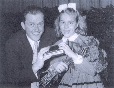Walt Miller together with the little Cornelia on a demo tour for Hohner in 1956